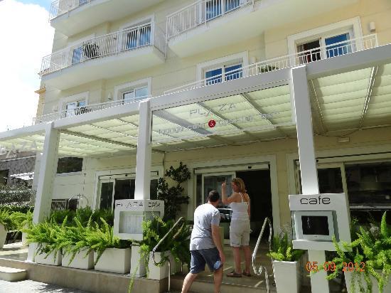 Hotel Plaza: hotel entrance