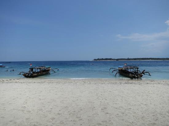 Trawangan Dive Resort: The dive center's two boats, Liana and Jane