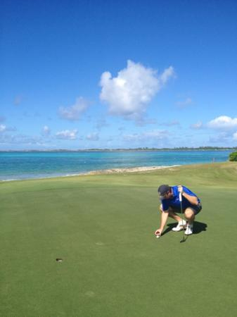 Comfort Suites Paradise Island: hole 8 at Atlantis one and only ocean club golf course