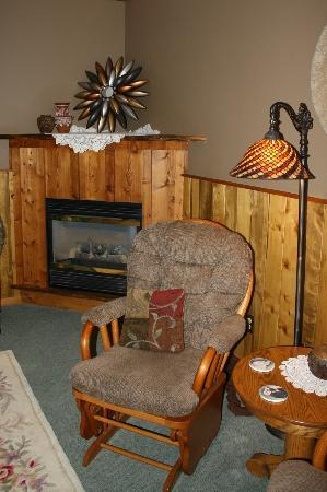 Rocky Fork Inn: Fireplace