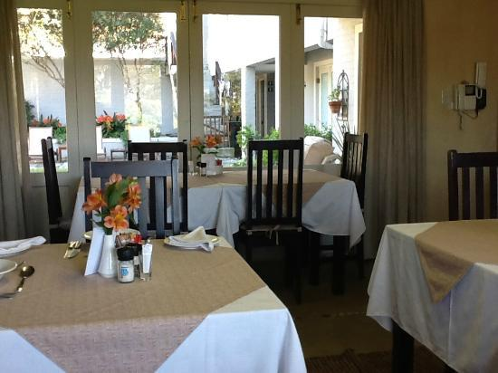 Hermanus Lodge on the Green : Breakfast room