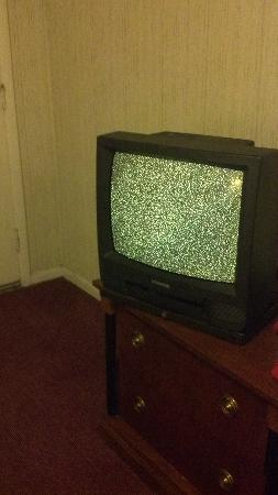 87 Motel: broken tv
