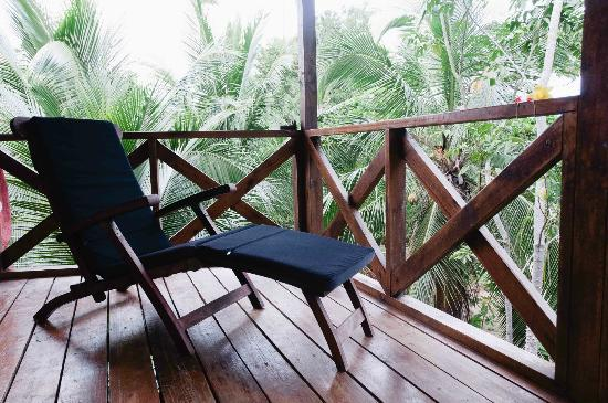 Popa Paradise Beach Resort: Lounging at Casita 6