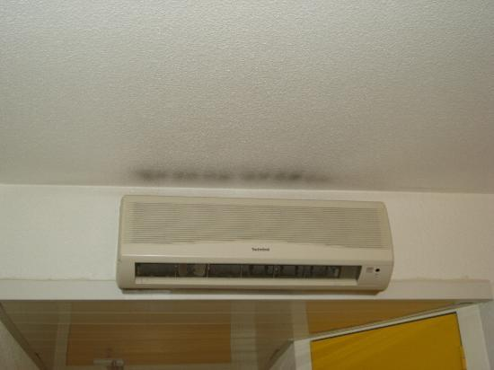 Ibis Budget Lille Lesquin Aeroport: aircon marks :/
