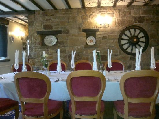 Santo's Higham Farm Hotel: Well-presented tables