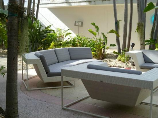 The Massage Room: Hotel courtyard