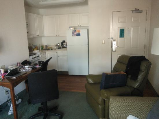 ‪‪Extended Stay America - Orlando - Convention Ctr - 6443 Westwood‬: Kitchen area