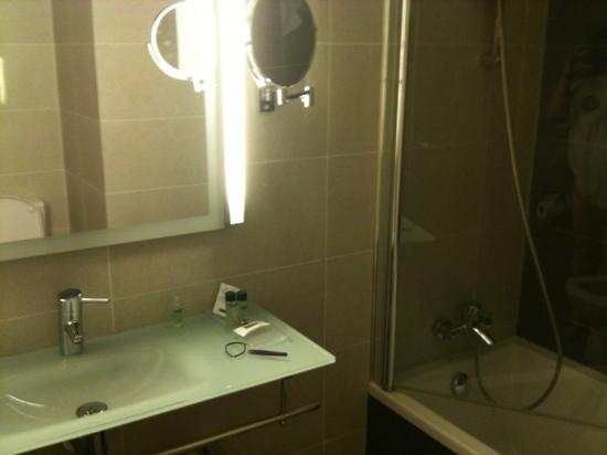 Maisonnave Hotel: baño