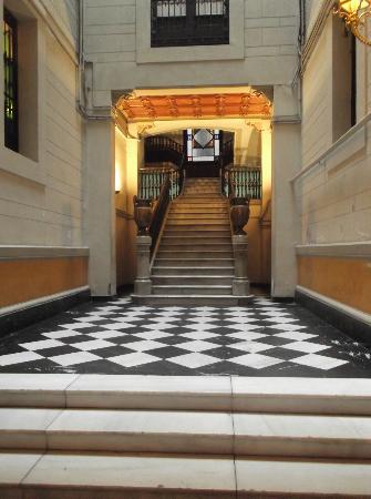 Gabriel la Rambla: ingresso esterno scale