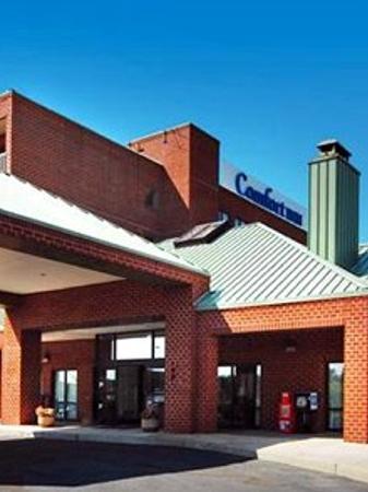 La Quinta Inn & Suites Philadelphia Airport: Comfort Inn Philadelphia Airport Exterior