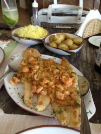 Restaurante Candeeiro: Tentativa de um peixe com molho de camarao