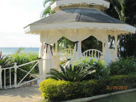 Sunscape Splash Montego Bay : Gazebo where wedding took place