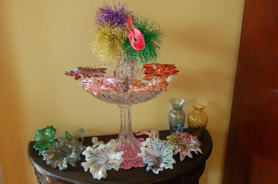 Ashton's Bed and Breakfast: Napkin rings decorating a hall table