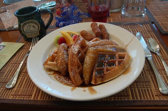 Ashton's Bed and Breakfast: Bananas Foster waffles