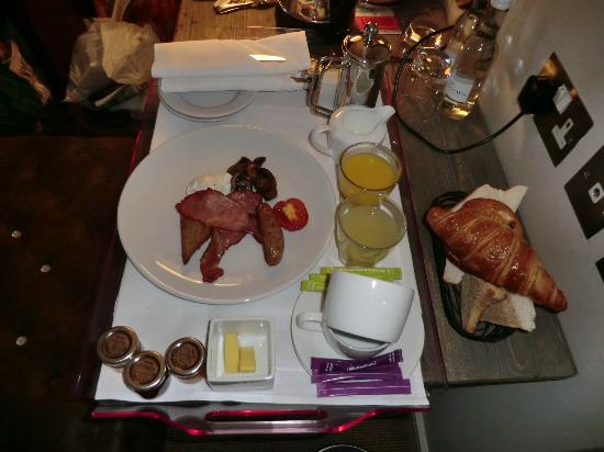 Salthouse Harbour Hotel: Breakfast in bed