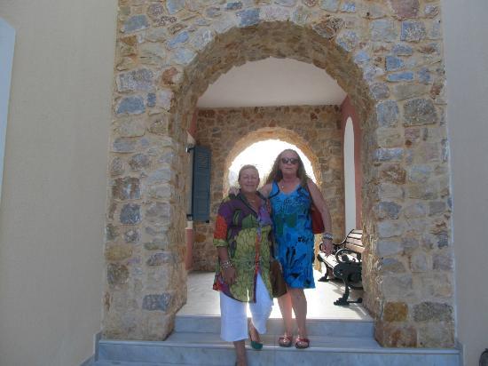 Aegean Plaza Hotel: una bella arcada en el patio