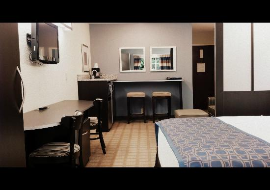 Microtel Inn & Suites Greenville: Queen Suite