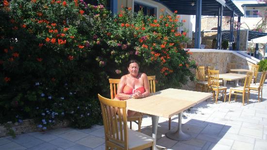 Aegean Plaza Hotel: al lado de la piscina