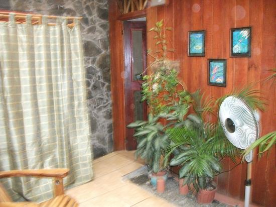 Hotel Banana Azul: VIEW TO BATHROOM