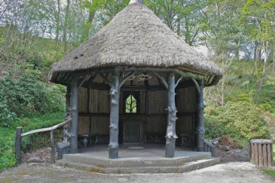 Glen Grant Whisky Distillery and Garden : The log and thatch gazebo