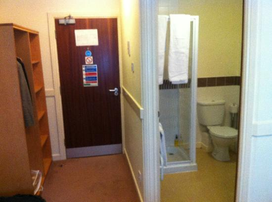 The Rowbarge: bathroom