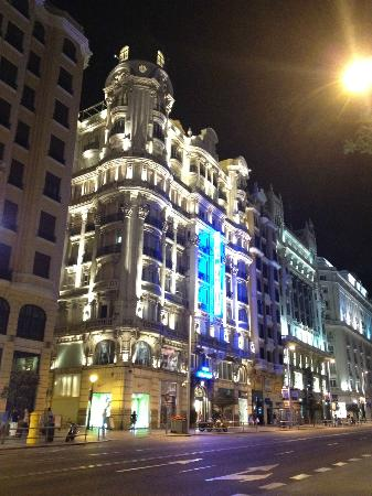 Hotel Atlantico: Nightime view of hotel