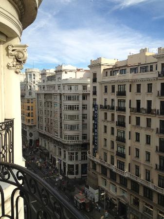 Hotel Atlantico: View of Gran Via from the room