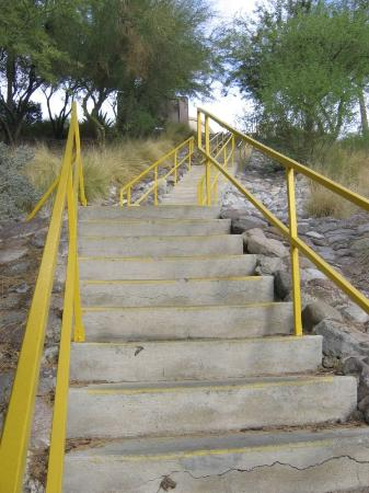 Harrah's Laughlin: Stairs to the main road, more stairs than what you can see in this picture.