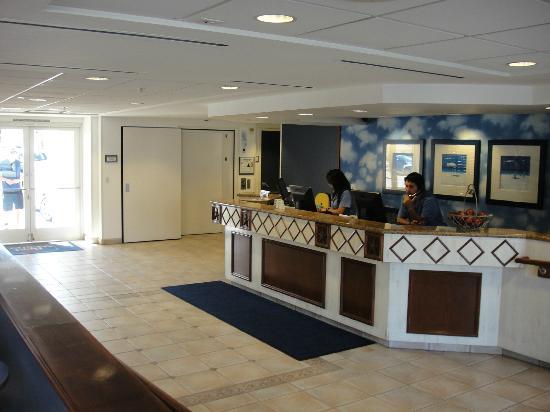 Blue Sea Beach Hotel: Hotel Lobby