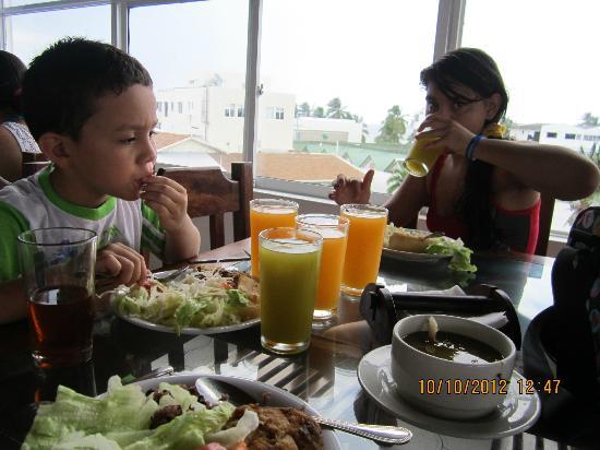 Hotel Portofino : comida estilo bufet