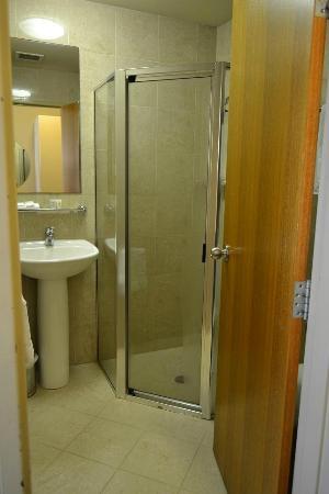 Hotel Coronation: Attached bathroom