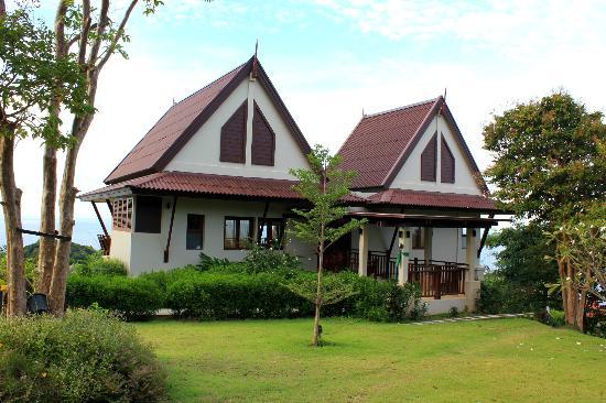 Baan KanTiang See Villa Resort (2 bedroom villas) : Outside the villa