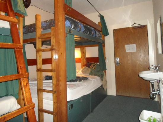 The Green Tortoise Hostel: Double Private Room (Shared Bathroom)