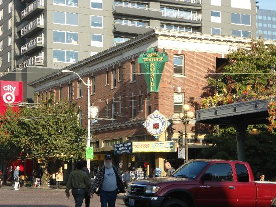 The Green Tortoise Hostel: The property from Pike Place Market