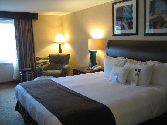 DoubleTree by Hilton Hotel Burlington: bed