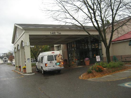 DoubleTree by Hilton Hotel Burlington: exterior