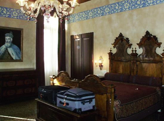 Palazzo Priuli: Beautiful period room