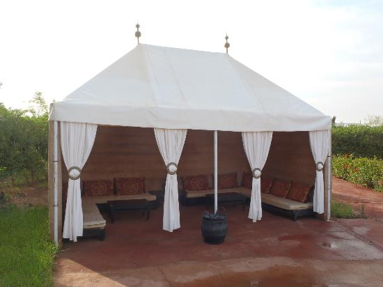 Les Jardins d'Issil: pool tent