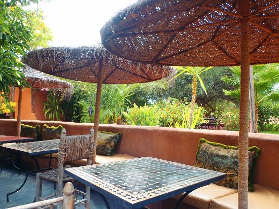 Les Jardins d'Issil: breakfast area