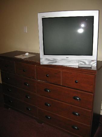 Hotel Plateau Royale: Room TV (about all you get if you're looking at frills)