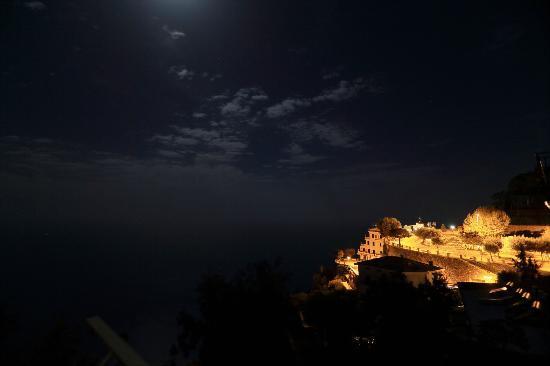 MiraMare Bed&Breakfast: night sea view 