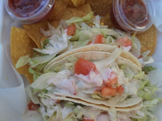 Burton's By The Beach: Fish tacos