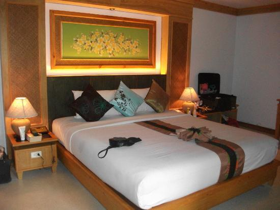 Somkiet Buri Resort: bed