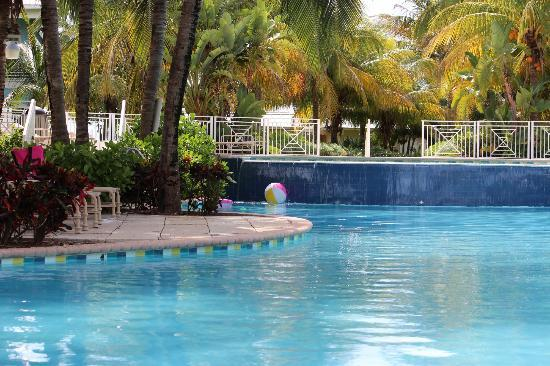 Old Bahama Bay: pool