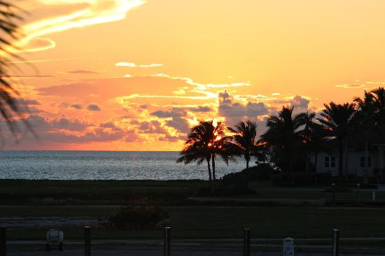 Old Bahama Bay: sunset over the marina