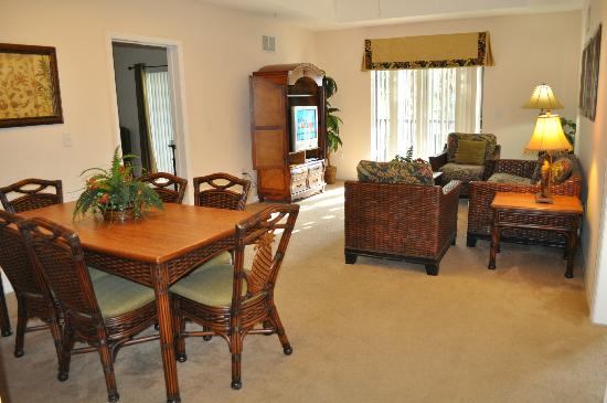 Caribe Cove Resort Orlando: family room and dining area. Has access to private screened porch that connects with one from ma