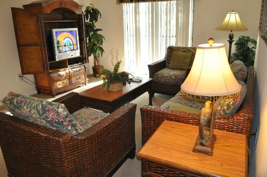 Caribe Cove Resort Orlando: family room (tv is a bit out dated but worked great) Had a DVD player. Furniture was comfortable