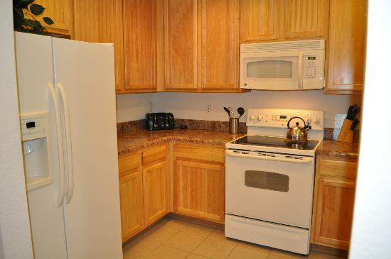 Caribe Cove Resort Orlando: Great kitchen, tons of cabinets, great appliances