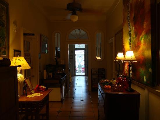 L'Habitation : Hallway to front door