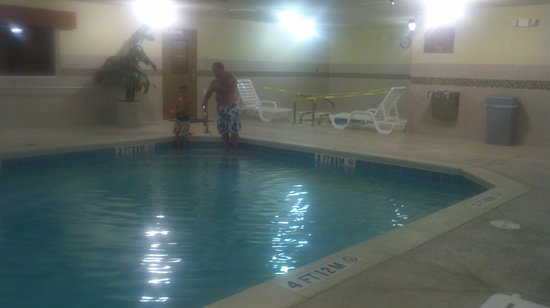 Country Inn & Suites by Radisson, Macon North, GA: Freezing pool with broken hot tub in background